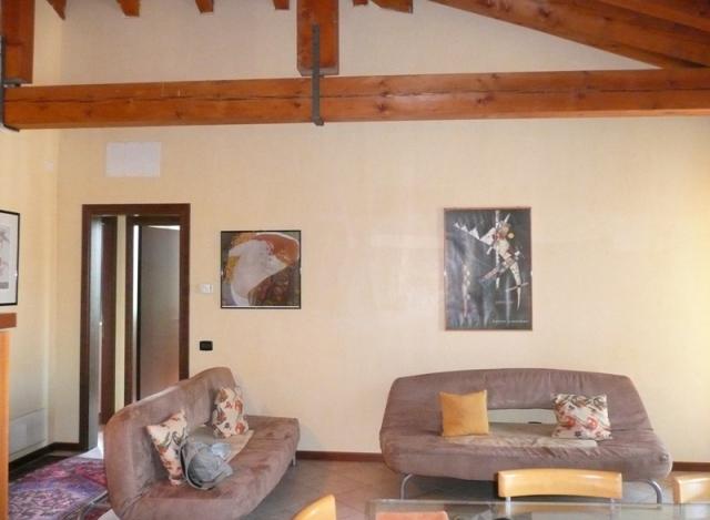 Attico / Mansarda in affitto a Treviso, 5 locali, prezzo € 600 | CambioCasa.it