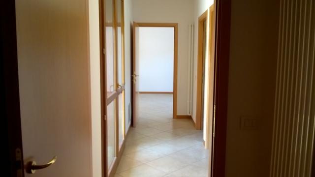 Appartamento in vendita a Treviso, 5 locali, zona Località: STRADAOVEST, prezzo € 140.000 | CambioCasa.it