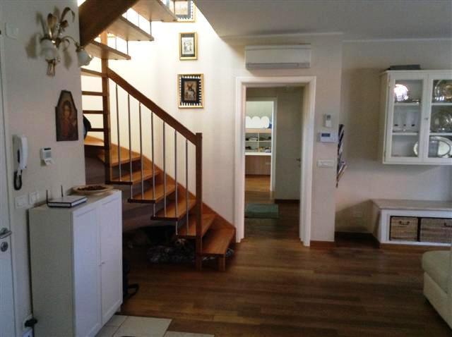 Villa in vendita a Bientina, 5 locali, prezzo € 420.000 | Cambio Casa.it