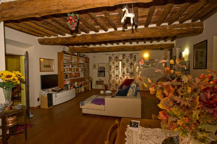 Rustico / Casale in vendita a Calci, 8 locali, prezzo € 550.000 | CambioCasa.it