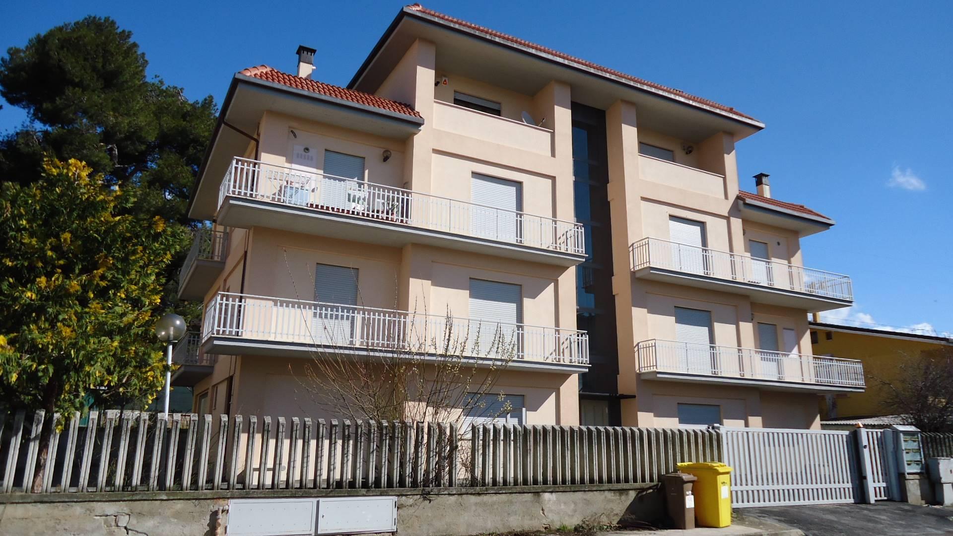 Appartamento in vendita a L'Aquila, 3 locali, zona Zona: Pettino, prezzo € 115.000   CambioCasa.it