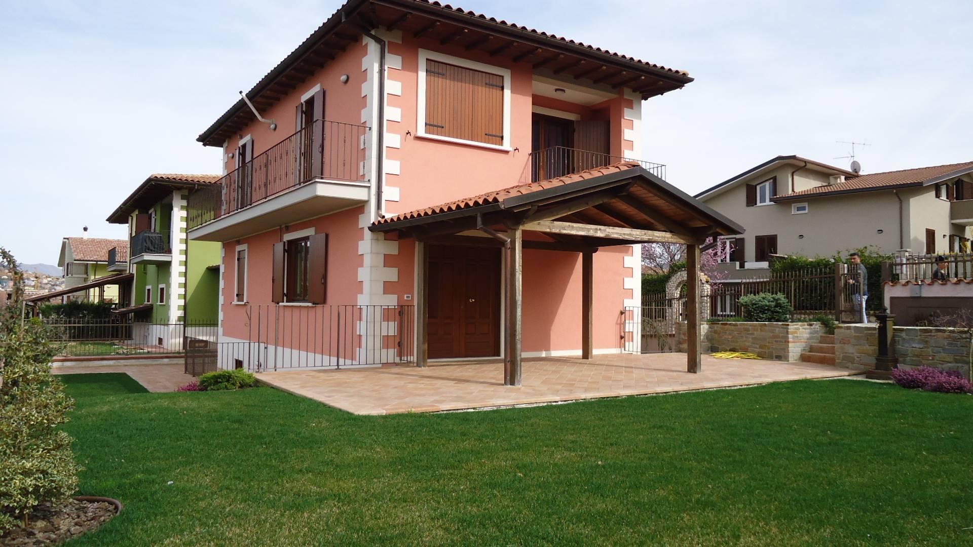 Villa in vendita a L'Aquila, 5 locali, prezzo € 330.000 | CambioCasa.it