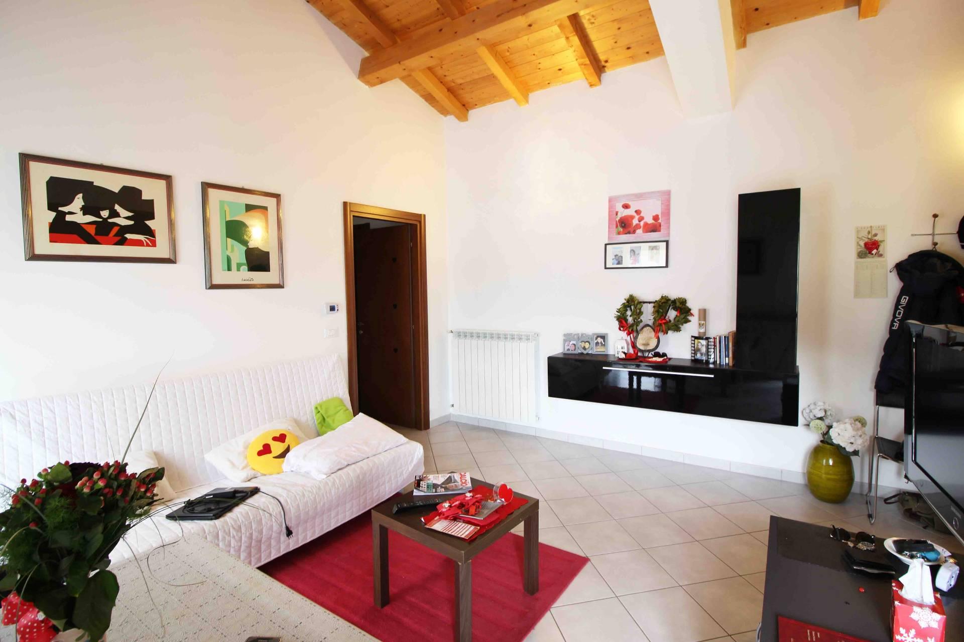 Appartamento in vendita a L'Aquila, 3 locali, zona Zona: Coppito, prezzo € 120.000   CambioCasa.it