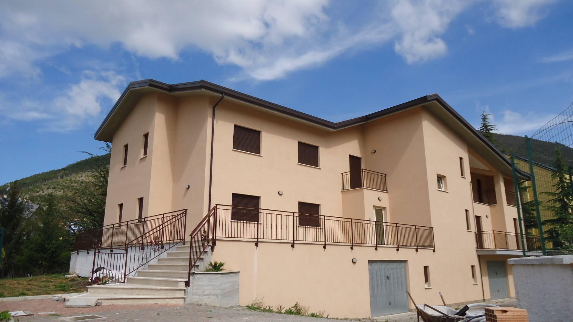 Villa in vendita a L'Aquila, 10 locali, zona Località: SanGiuliano, Trattative riservate | CambioCasa.it