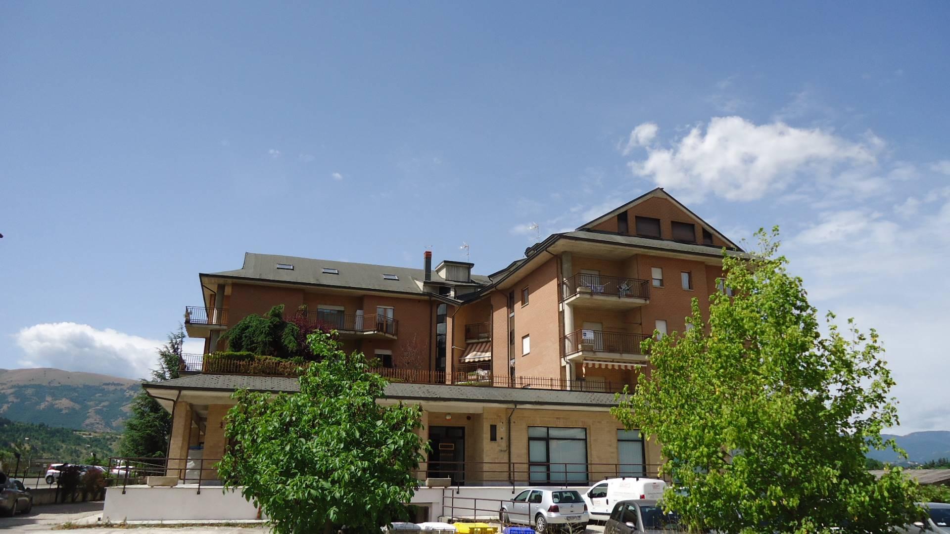 Appartamento in affitto a L'Aquila, 4 locali, zona Zona: Pettino, prezzo € 180 | CambioCasa.it