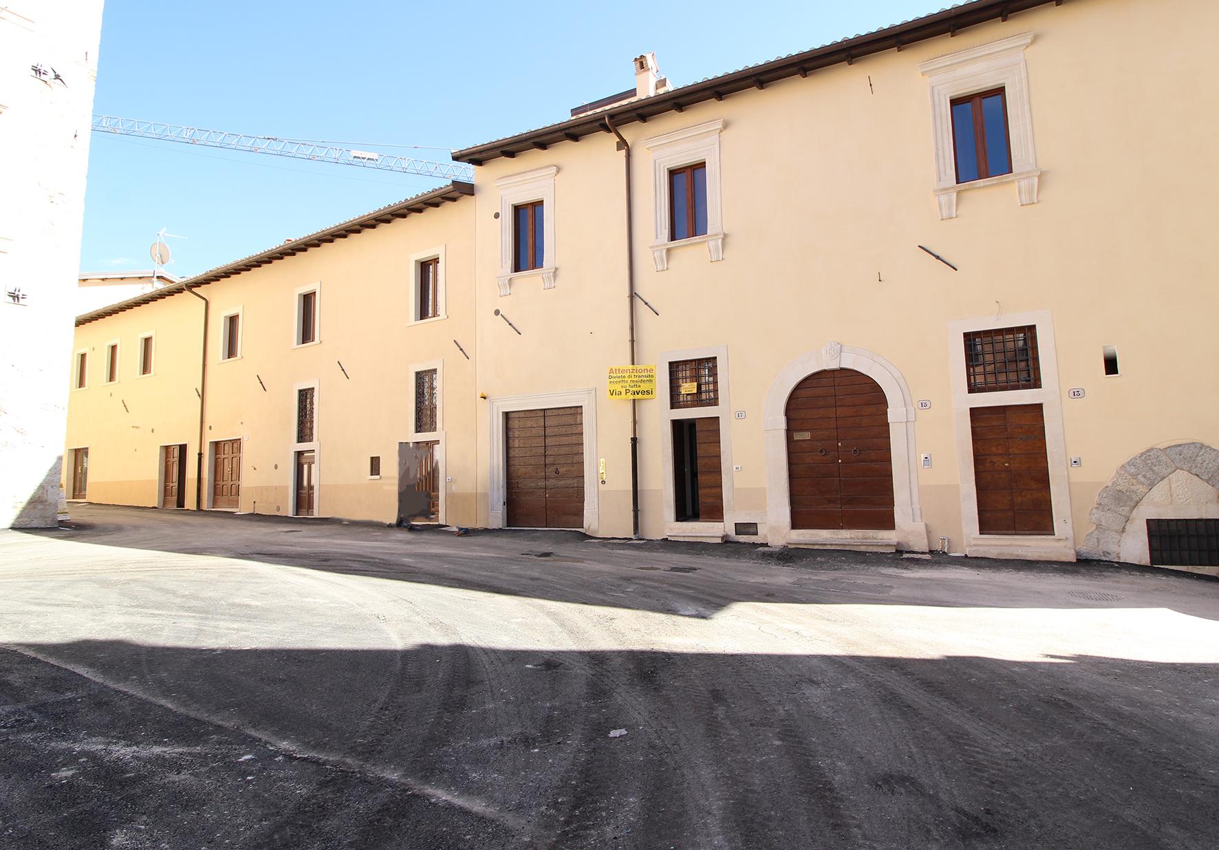 Negozio / Locale in affitto a L'Aquila, 9999 locali, zona Località: Centrostorico, prezzo € 1.000 | CambioCasa.it