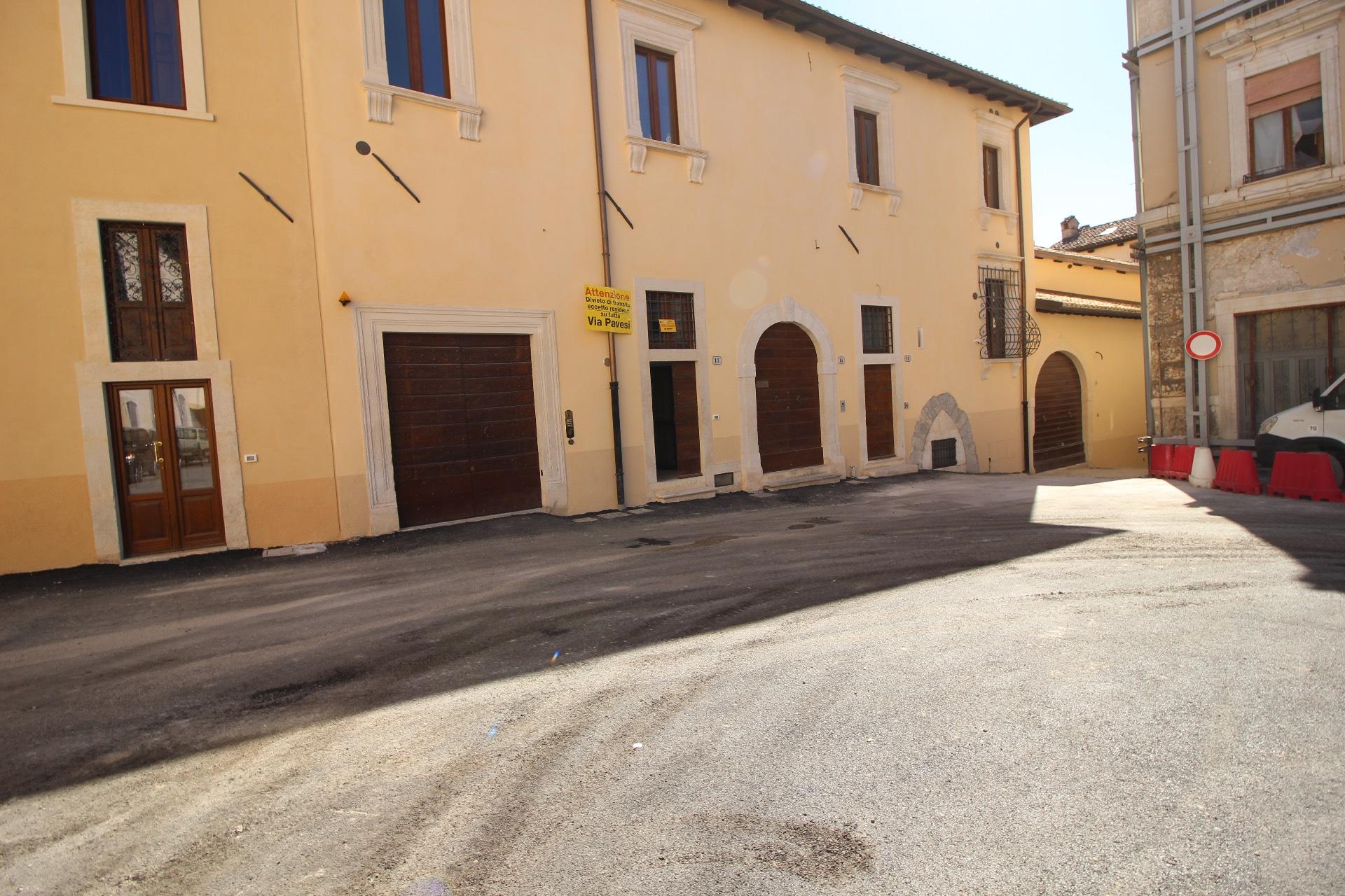 Negozio / Locale in affitto a L'Aquila, 9999 locali, zona Località: Centrostorico, prezzo € 1.650 | CambioCasa.it