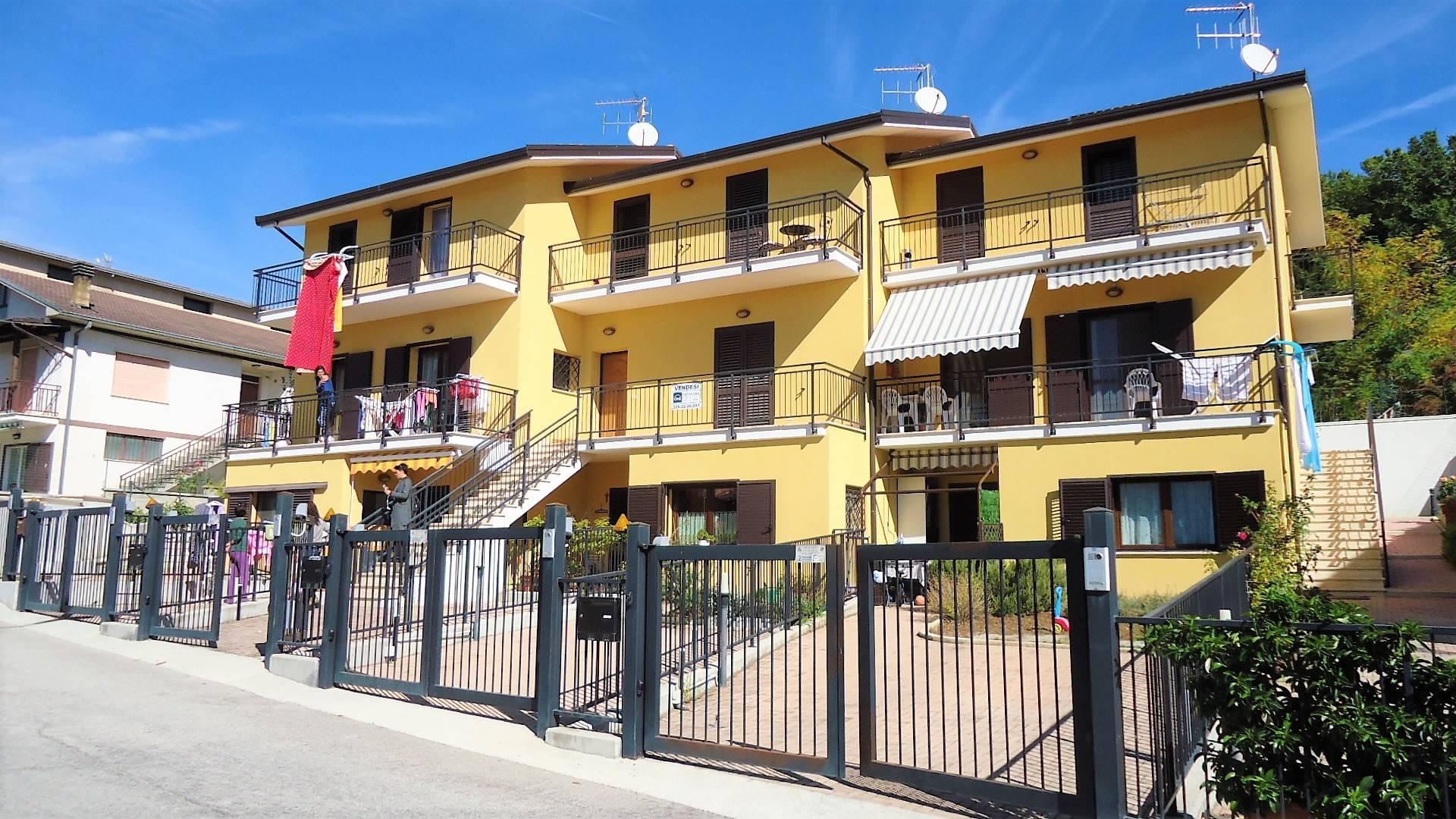Villa a Schiera in vendita a Poggio Picenze, 4 locali, zona Località: PoggioPicenze, prezzo € 180.000 | CambioCasa.it