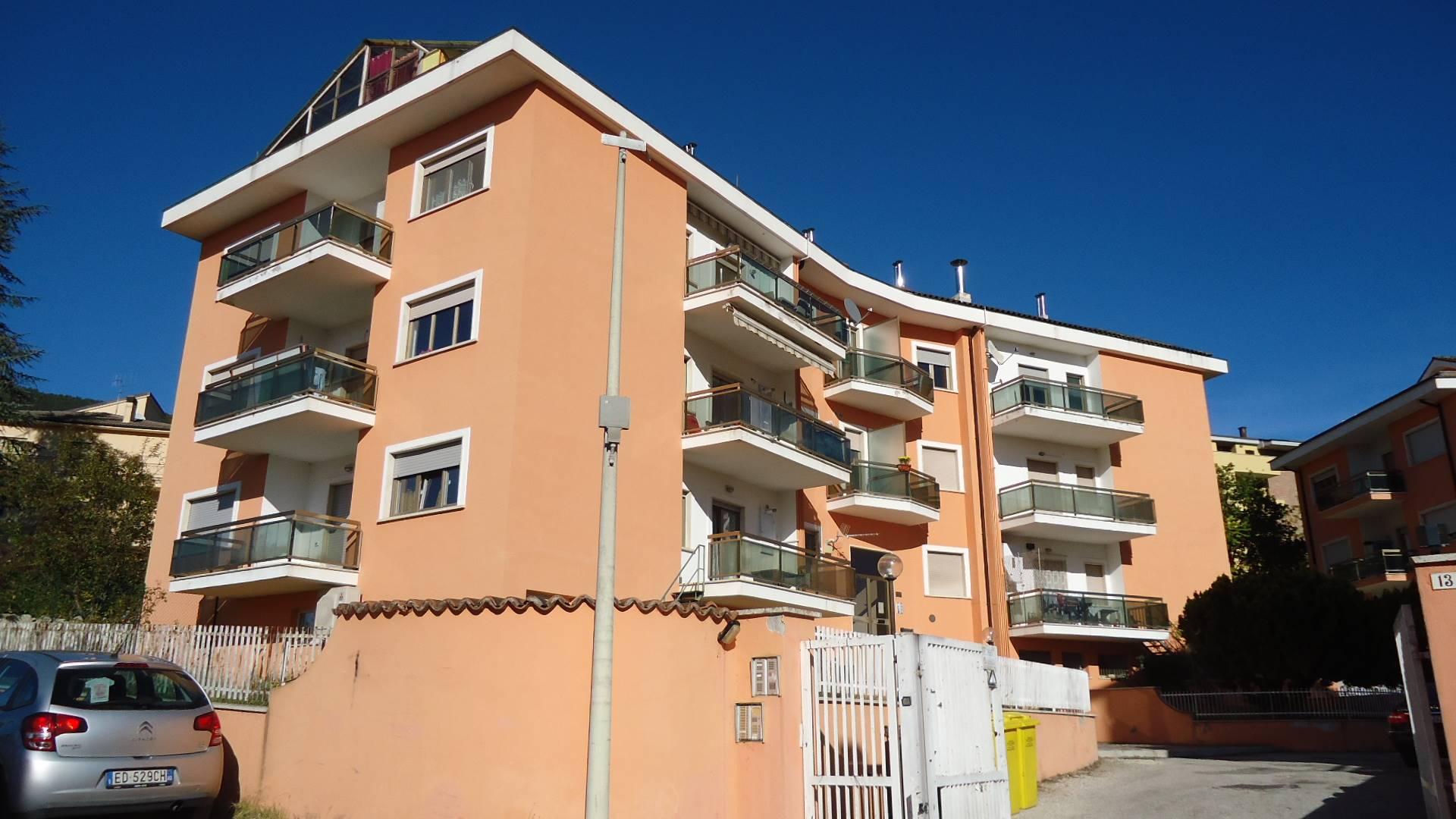 Appartamento in affitto a L'Aquila, 4 locali, zona Zona: Pettino, prezzo € 500 | CambioCasa.it