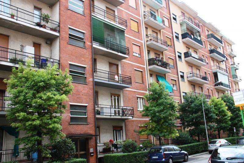 Appartamento in vendita a Carnate, 3 locali, zona Zona: Stazione, prezzo € 79.000 | Cambio Casa.it