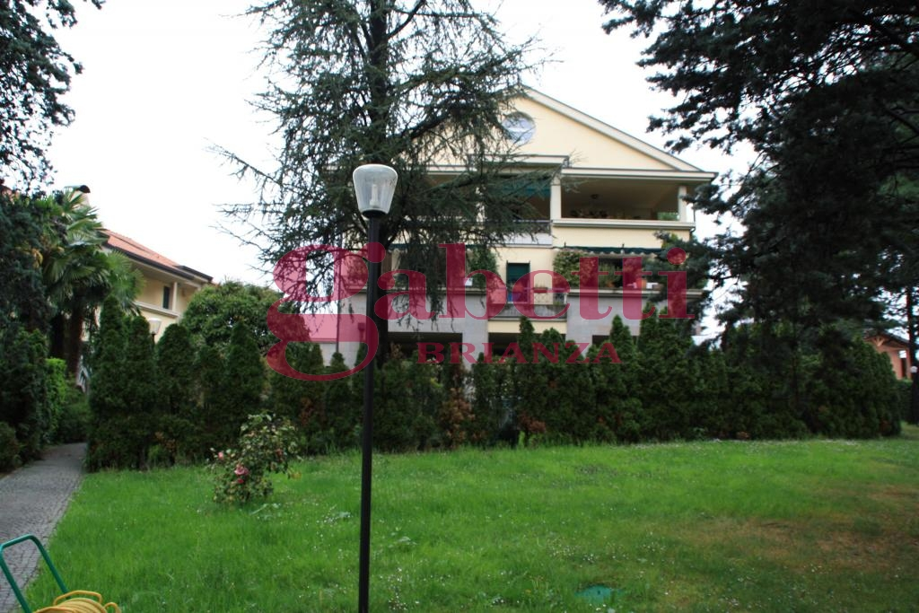 Appartamento in vendita a Correzzana, 4 locali, prezzo € 214.000 | Cambio Casa.it