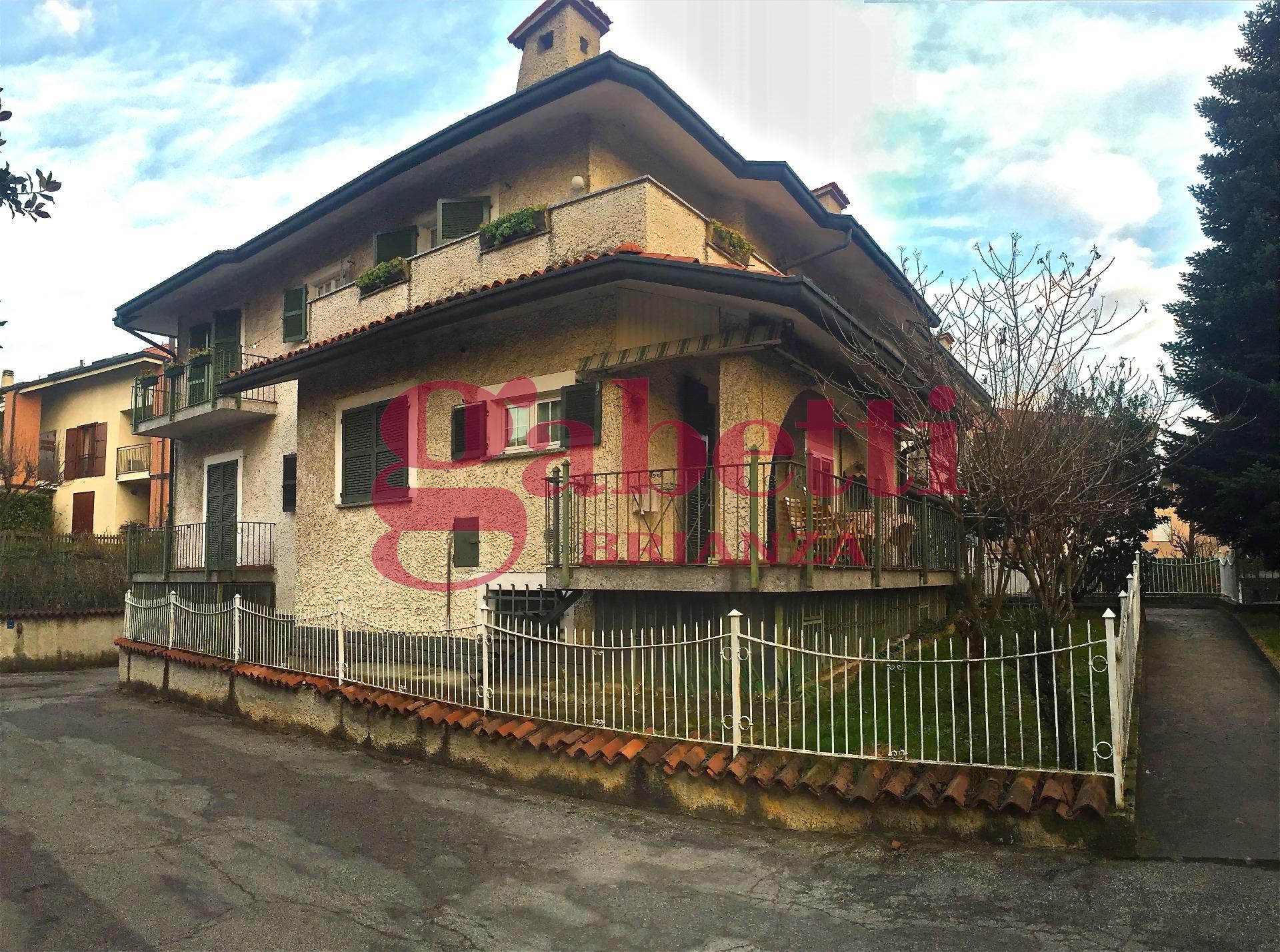 Appartamento in vendita a Carnate, 3 locali, zona Località: Carnateinferiore, prezzo € 135.000 | Cambio Casa.it