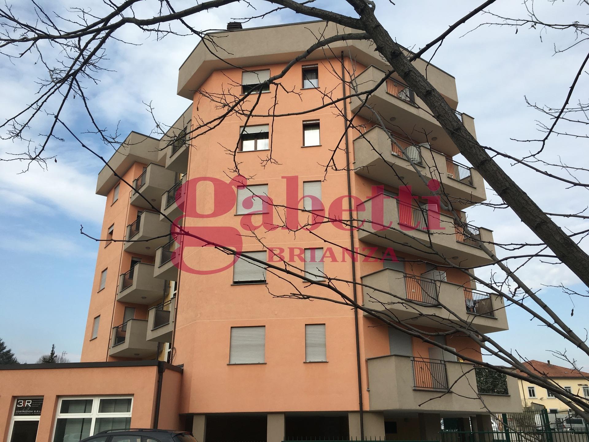 Appartamento in vendita a Carnate, 3 locali, zona Località: Carnateinferiore, prezzo € 105.000 | Cambio Casa.it