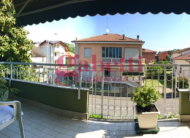 Appartamento in vendita a Arcore, 3 locali, prezzo € 155.000   Cambio Casa.it