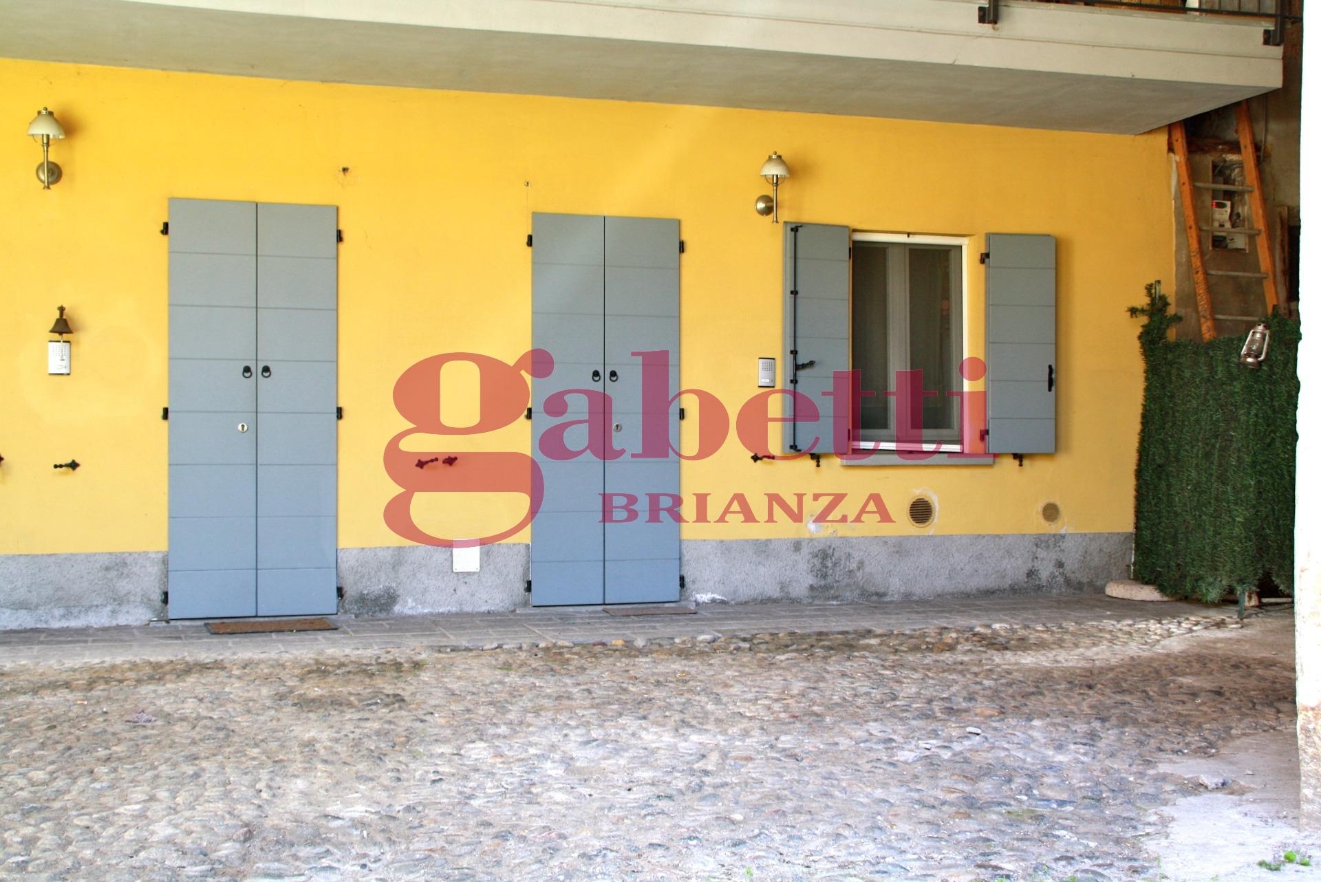 Bilocale Arcore Piazza Durini 2
