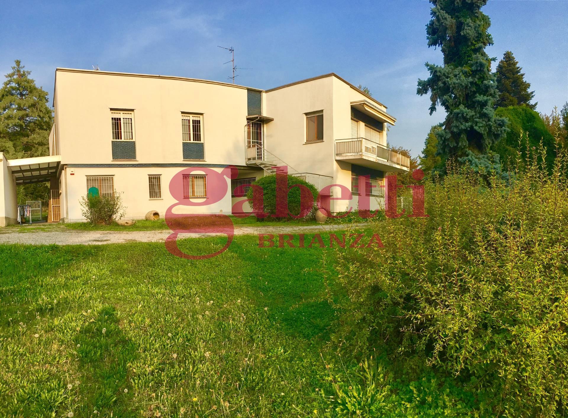 Villa in vendita a Carnate, 5 locali, zona Località: Carnatesuperiore, prezzo € 250.000 | Cambio Casa.it