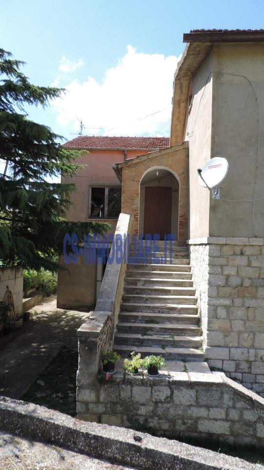 Villa in vendita a Potenza, 10 locali, zona Località: ZonaRurale, prezzo € 260.000 | Cambio Casa.it