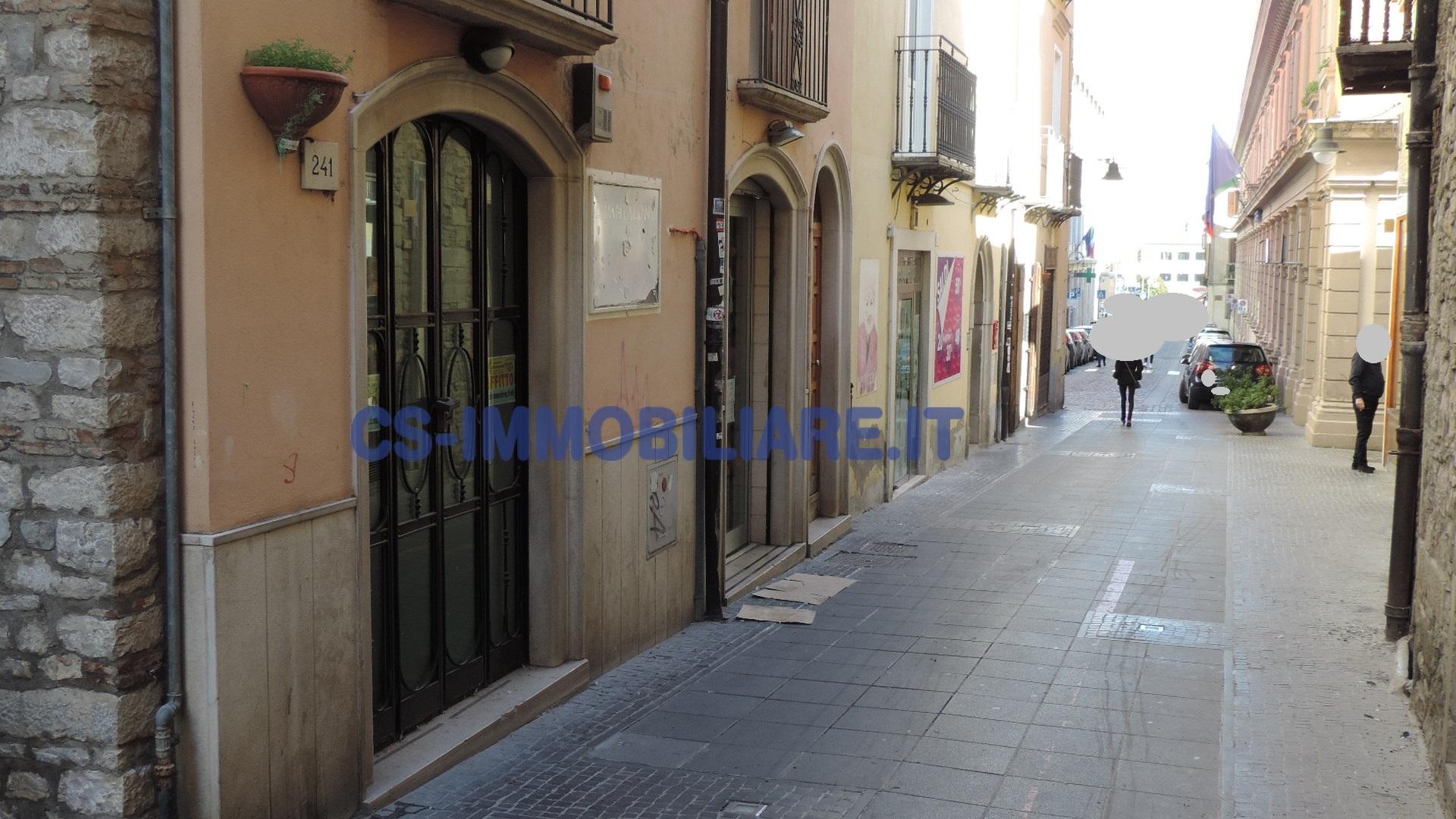 Negozio / Locale in affitto a Potenza, 9999 locali, zona Località: Centrostorico, prezzo € 1.200 | Cambio Casa.it