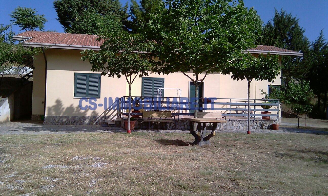 Villa in affitto a Picerno, 5 locali, prezzo € 400 | CambioCasa.it