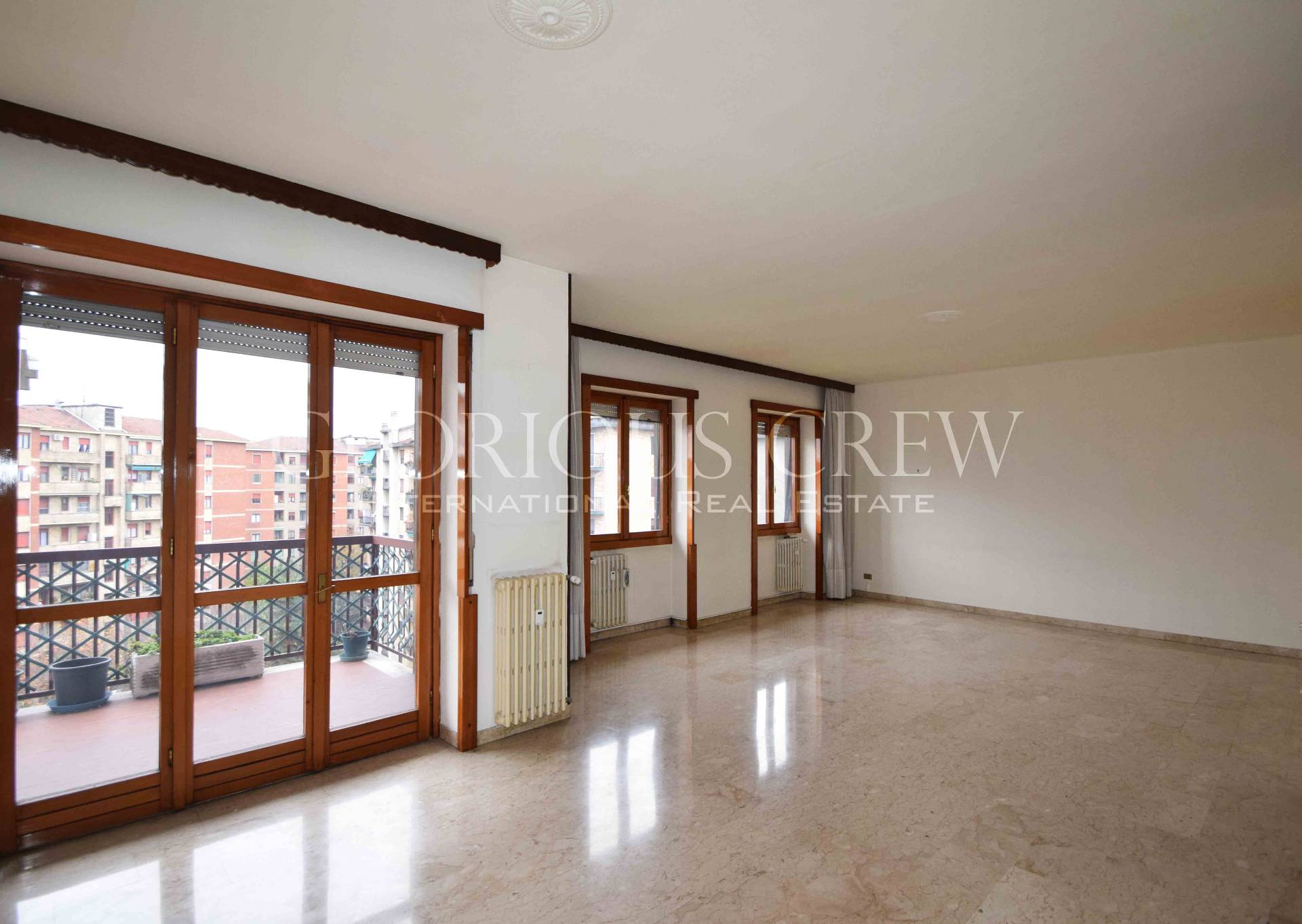 Appartamento in Vendita a Milano 26 Bande Nere / Zurigo / Parri: 5 locali, 160 mq