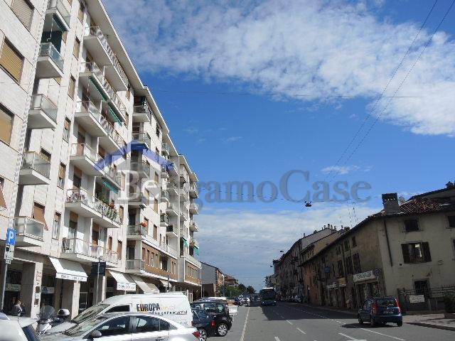 Bilocale Bergamo Via Borgo Palazzo 10