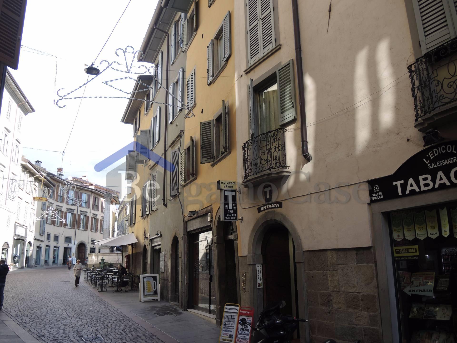 Bilocale Bergamo Via Sant'alessandro 9
