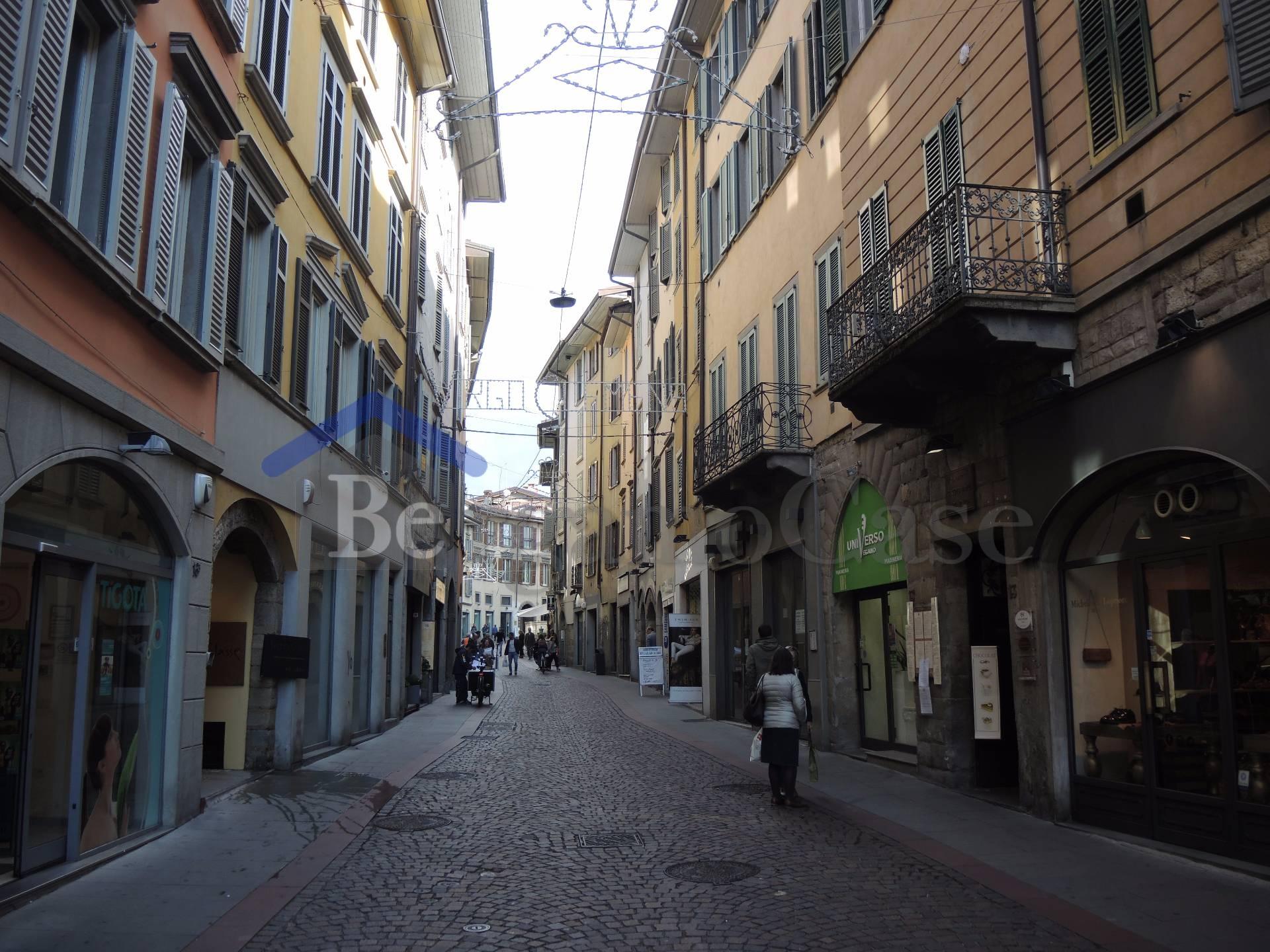 Bilocale Bergamo Via Sant'alessandro 10