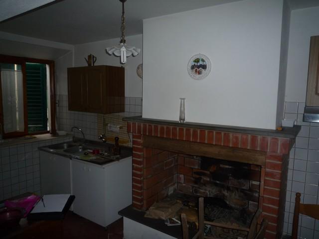 Appartamento in vendita a Vicopisano, 5 locali, zona Località: Vicopisano, prezzo € 80.000 | Cambio Casa.it