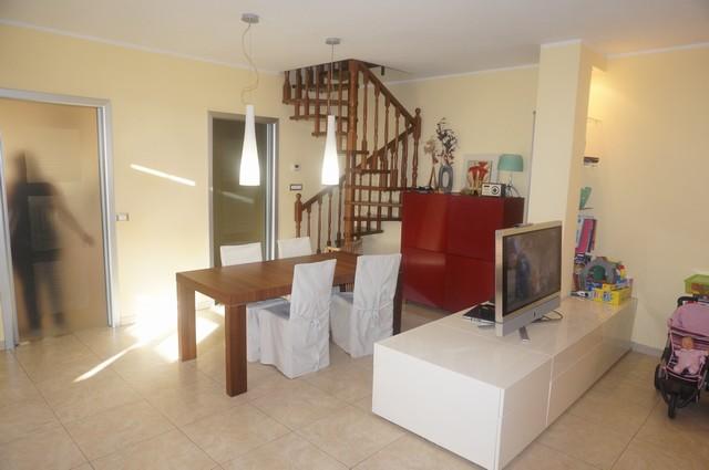 Appartamento in vendita a Calcinaia, 4 locali, zona Zona: Fornacette, prezzo € 160.000 | Cambio Casa.it