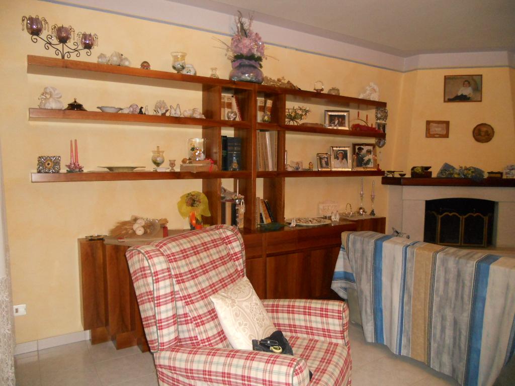 Villa a Schiera in Affitto a Cascina