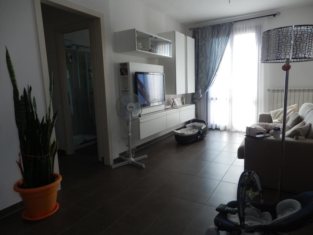 Appartamento in vendita a Calcinaia, 4 locali, zona Zona: Fornacette, prezzo € 156.000 | CambioCasa.it
