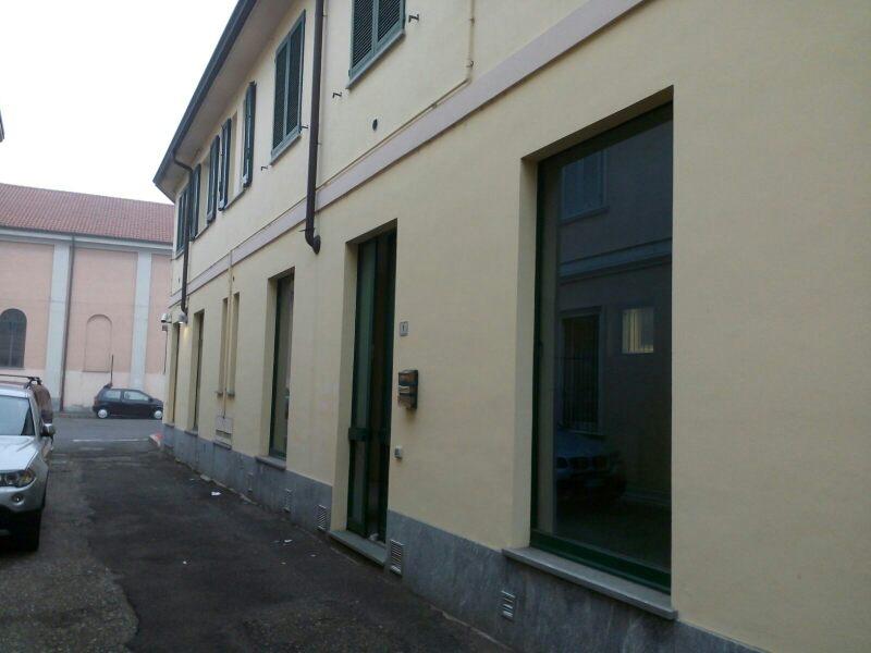 Negozio / Locale in affitto a Inveruno, 9999 locali, prezzo € 700 | CambioCasa.it