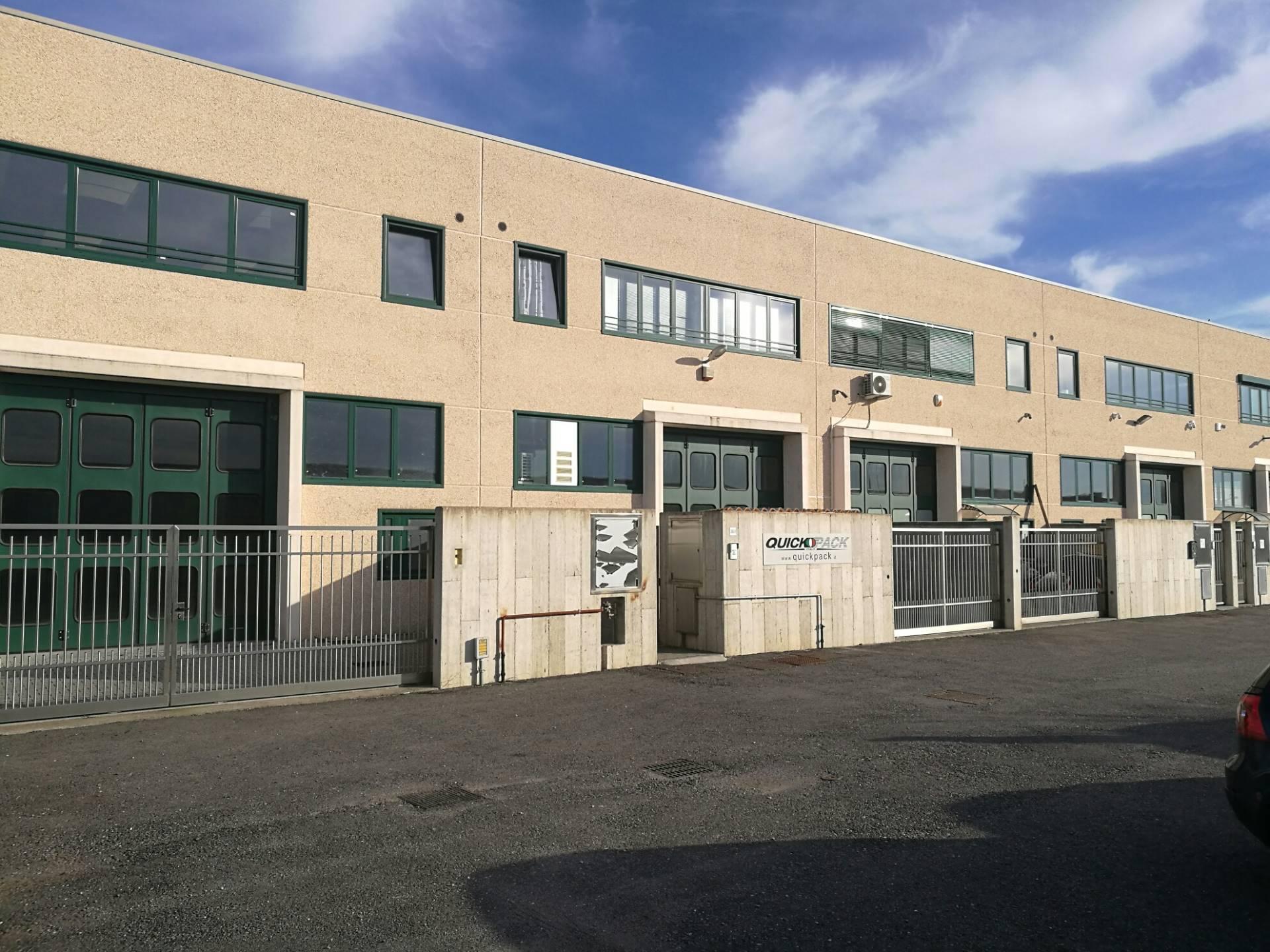 Capannone in affitto a Mesero, 9999 locali, prezzo € 1.600 | CambioCasa.it