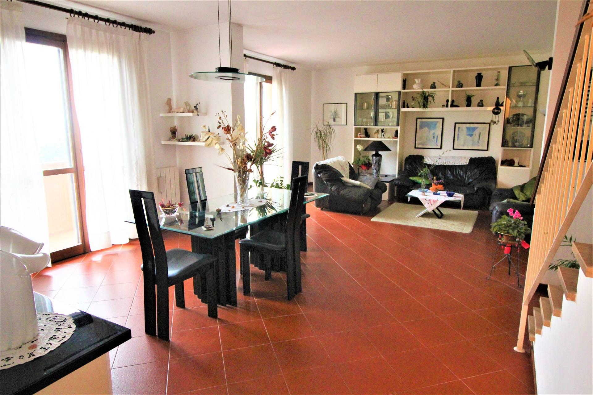 Villa in vendita a Calci, 8 locali, zona Località: LaGabella, prezzo € 530.000 | CambioCasa.it