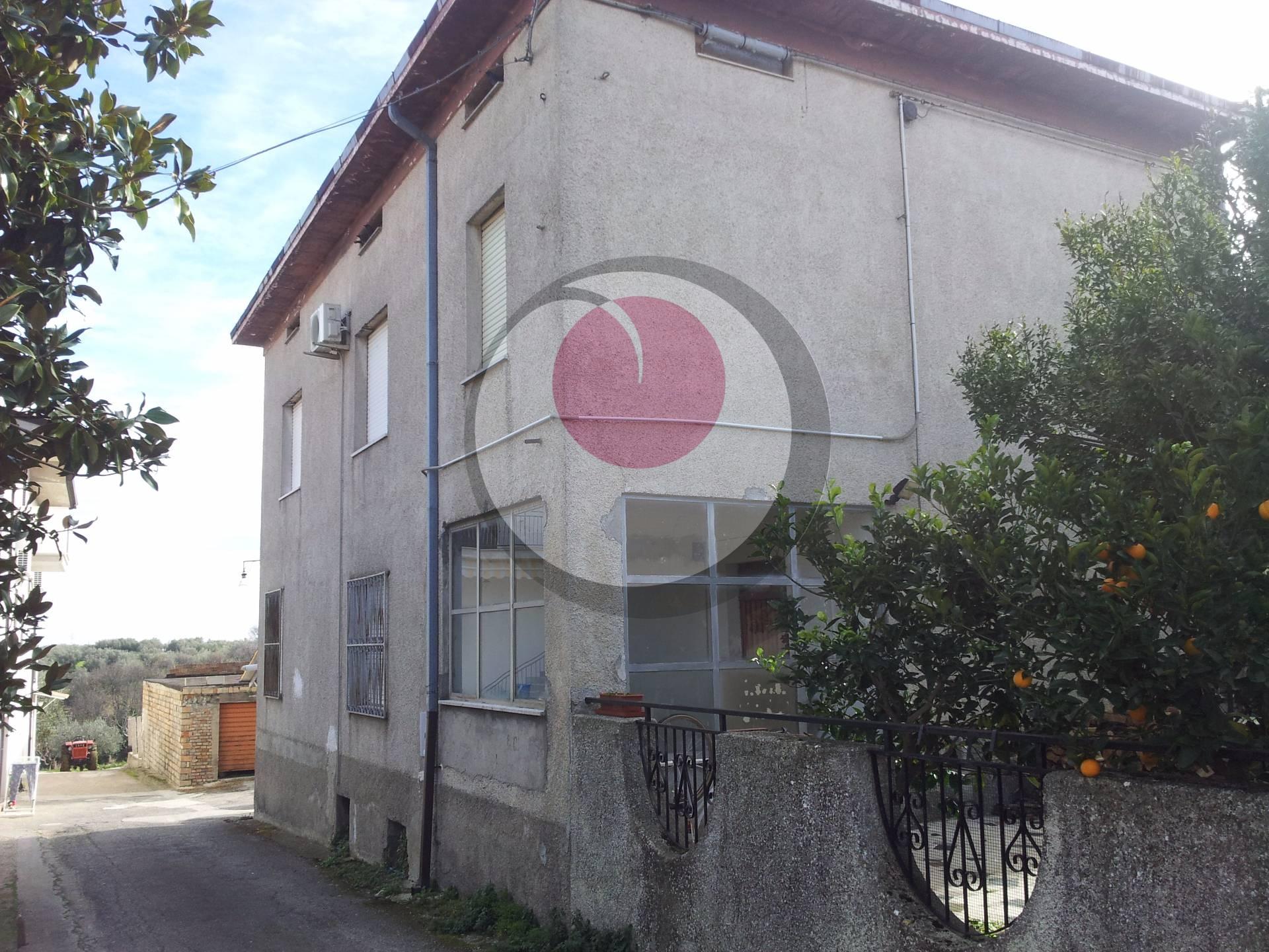 Soluzione Indipendente in vendita a Fossacesia, 9 locali, prezzo € 125.000 | Cambio Casa.it