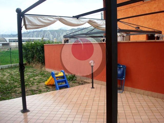 Villa a Schiera in vendita a Sant'Eusanio del Sangro, 8 locali, prezzo € 118.000   CambioCasa.it