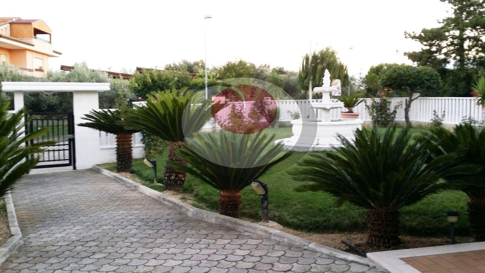 Villa in vendita a Treglio, 9 locali, prezzo € 268.000 | CambioCasa.it