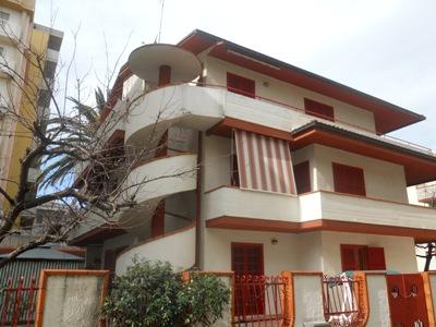 Soluzione Indipendente in vendita a Alba Adriatica, 20 locali, zona Località: ViaMetauro, Trattative riservate | Cambio Casa.it