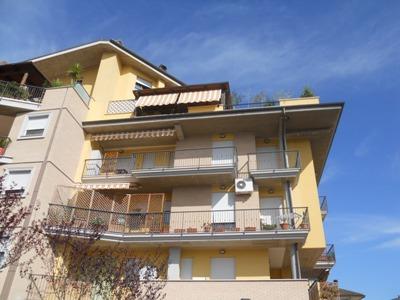 Appartamento in vendita a Martinsicuro, 6 locali, zona Località: ViaBolzano, prezzo € 280.000 | CambioCasa.it