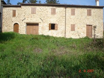 Rustico / Casale in vendita a Castelraimondo, 6 locali, zona Zona: Collina, prezzo € 80.000 | CambioCasa.it
