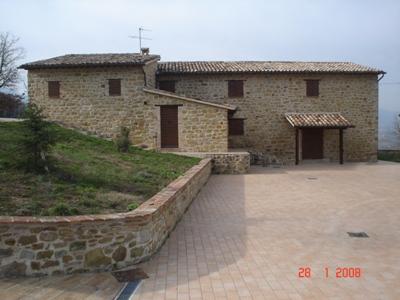 Rustico / Casale in vendita a Castelraimondo, 8 locali, Trattative riservate | CambioCasa.it