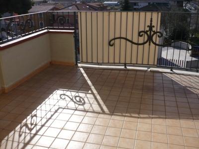 Attico / Mansarda in vendita a Martinsicuro, 4 locali, zona Località: VillarosadiMartinsicuro, prezzo € 150.000 | Cambio Casa.it