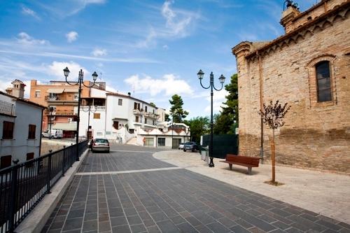 Palazzo / Stabile in vendita a Morro d'Oro, 10 locali, prezzo € 130.000 | CambioCasa.it