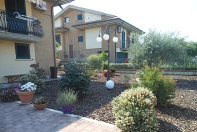 Villa in vendita a Martinsicuro, 10 locali, zona Località: ZonaMare, Trattative riservate | CambioCasa.it