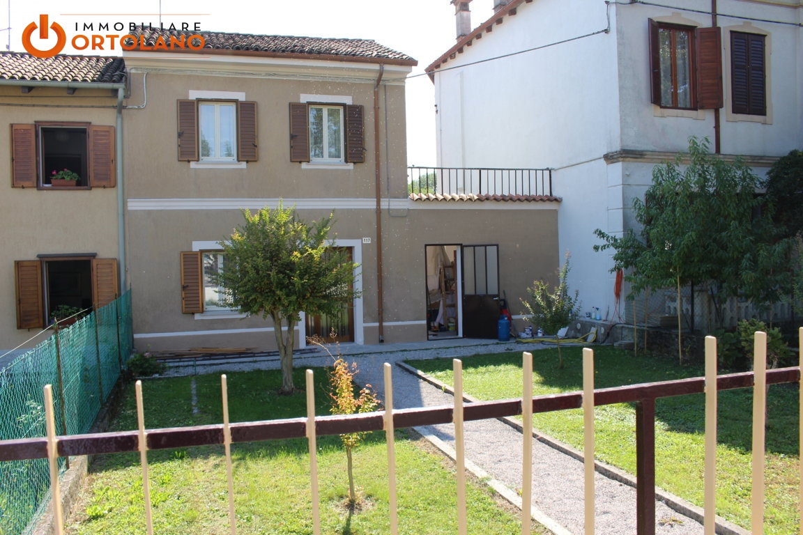 Soluzione Indipendente in affitto a Monfalcone, 5 locali, prezzo € 720 | CambioCasa.it