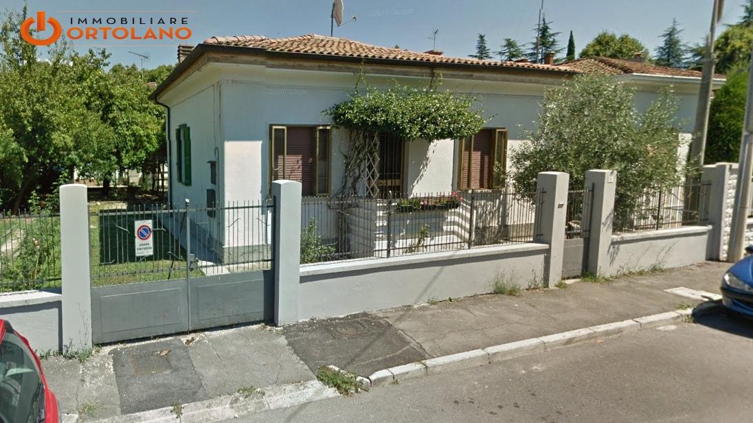 Soluzione Indipendente in affitto a Ronchi dei Legionari, 4 locali, Trattative riservate | CambioCasa.it