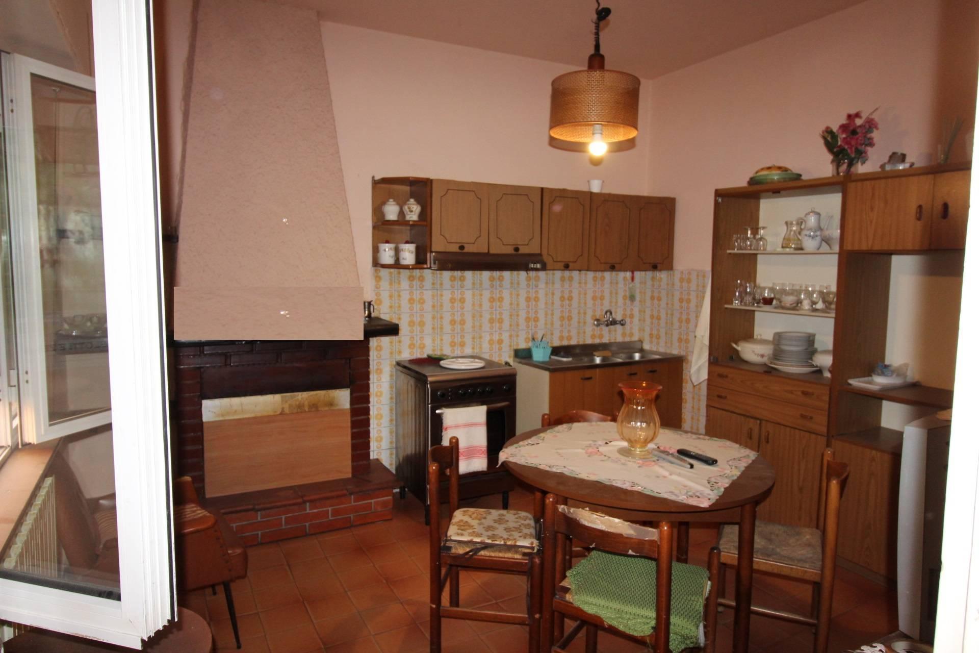 Villa in vendita a Massarosa, 4 locali, prezzo € 195.000 | CambioCasa.it