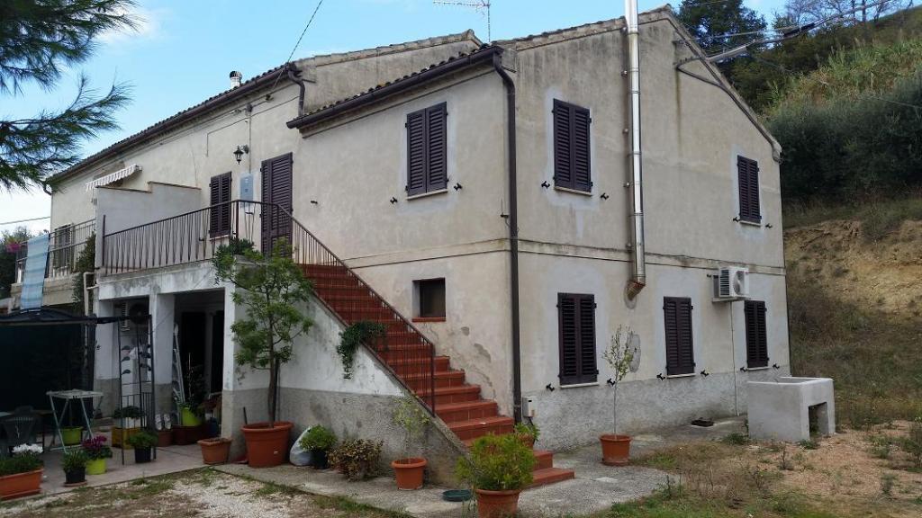 Soluzione Indipendente in vendita a Montecosaro, 8 locali, prezzo € 195.000 | Cambio Casa.it