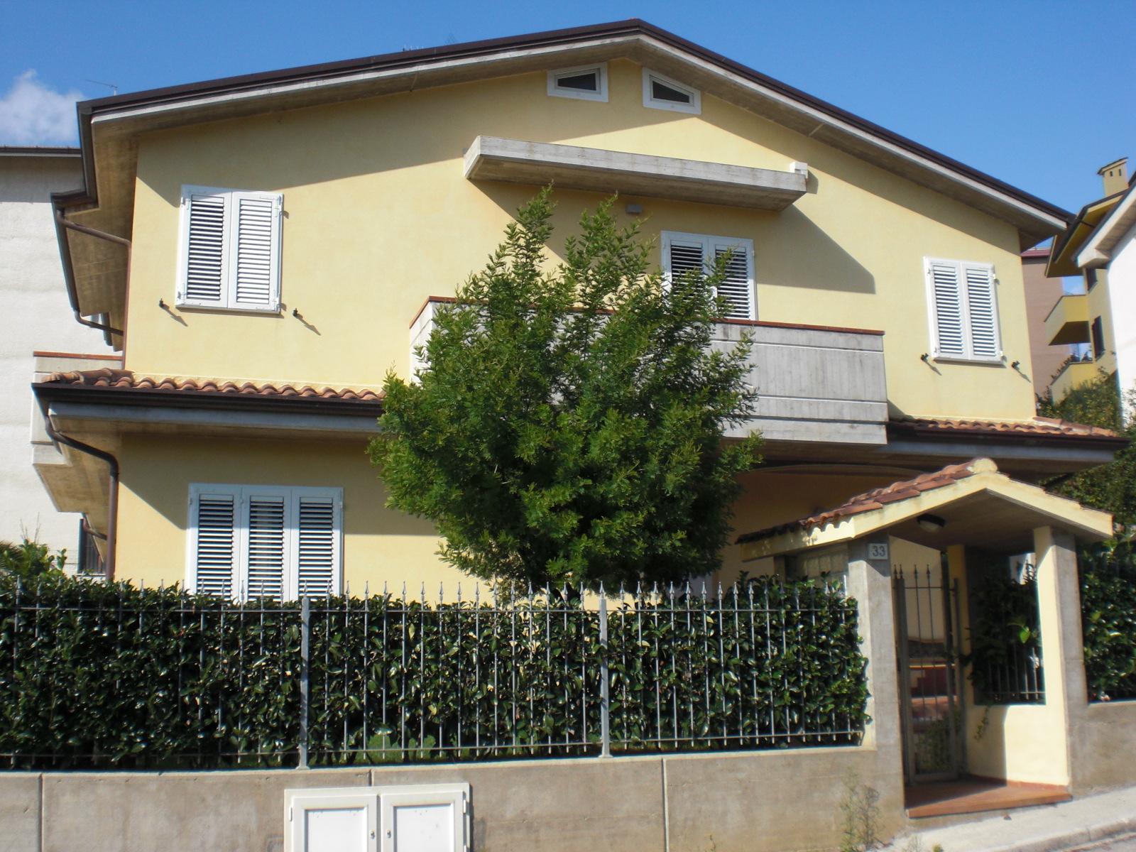 Soluzione Indipendente in vendita a Montegranaro, 6 locali, prezzo € 249.000 | Cambio Casa.it