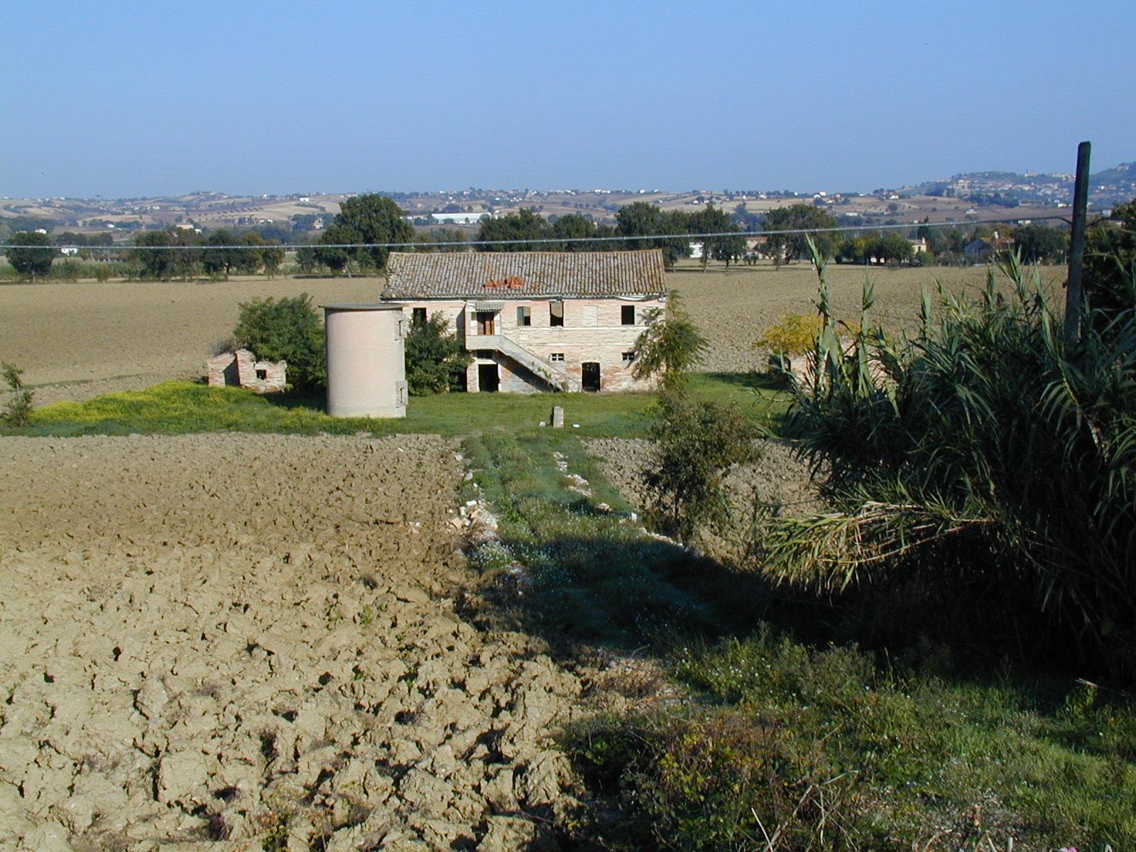 Soluzione Indipendente in vendita a Montelupone, 11 locali, prezzo € 45.000 | Cambio Casa.it